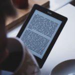 Kindleで本を読んでいるところ